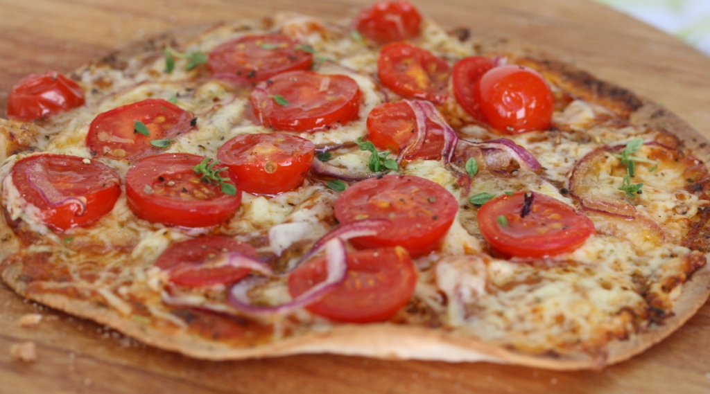 tortilla pizza with tomato and red onion